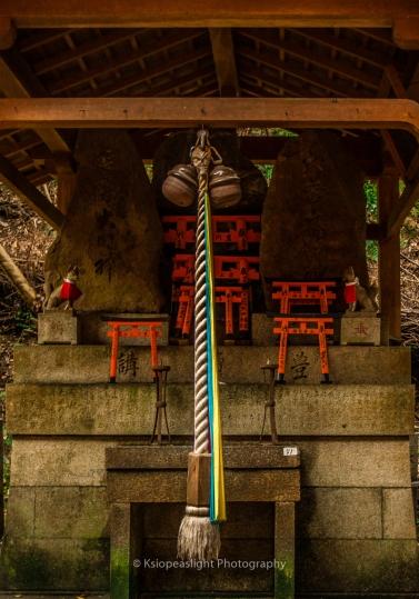 Altar en el recorrido de las puertas Torii