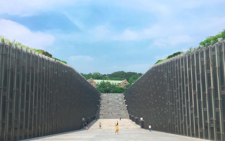 Biblioteca de la universidad femenina de Ewha en Corea