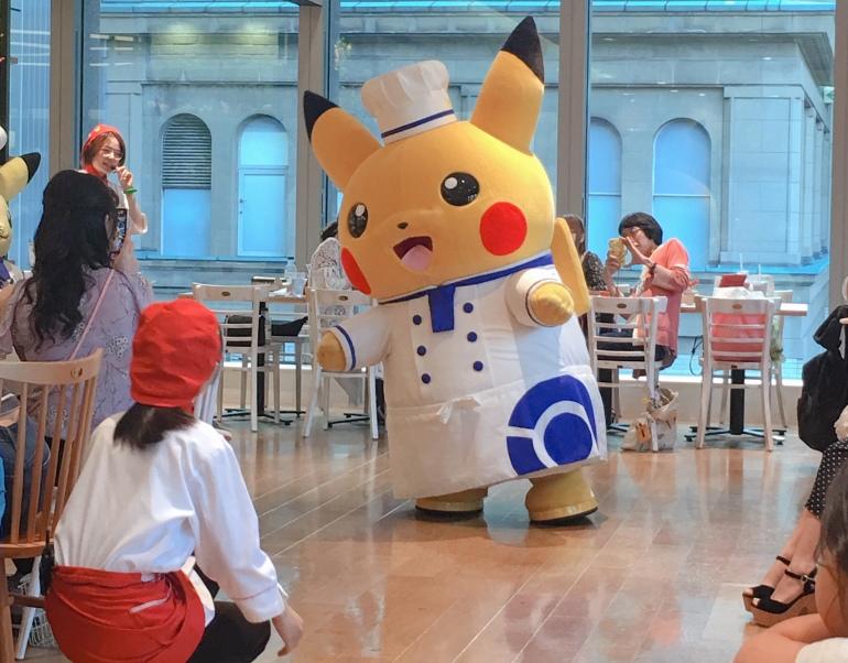 Pikachu en el Pokémon café de tokio